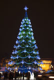 Christmas tree in city street Royalty Free Stock Photos
