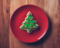Christmas tree cookies in red plate Royalty Free Stock Photos