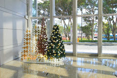 christmas tree in shopping mall during holiday Royalty Free Stock Photography