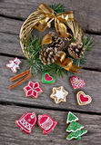 Christmas wreath and gingerbread Stock Photography
