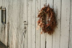 Christmas wreath on side of barn Royalty Free Stock Photos