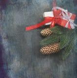 Christmasgift-Kasten, Niederlassungen, Bälle, Perlen, Kegel, Weihnachtsba Stockfoto