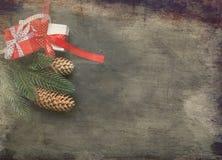 Christmasgift-Kasten, Niederlassungen, Perlen, Kegel, Weihnachten tonte Ba Lizenzfreies Stockfoto