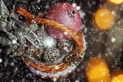 Christmass在金黄口气的摘要背景 免版税库存图片