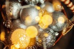 Christmass在金黄口气的摘要背景 免版税库存照片