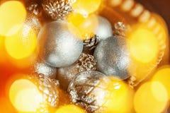 Christmass在金黄口气的摘要背景 库存照片