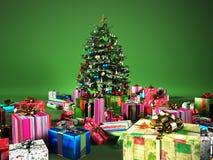 Christmass träd med flera gåvor, på den gröna bakgrunden. Royaltyfri Fotografi