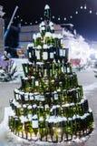 Christmassboom met wijnflessen die wordt gemaakt stock foto's