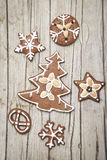 Christmassy grey wood background with gingerbread Royalty Free Stock Photos