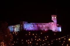 Christmassy slott på kullen Arkivbild