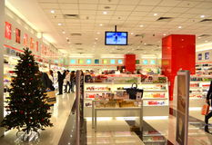 Christmastime的化妆用品商店 免版税库存图片
