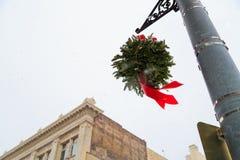 Christmastime 2017 в Трое NY городском во время шторма снега Стоковые Изображения RF