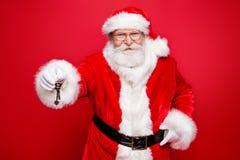 Christmastime d'hiver ! Les immobiliers d'achat de bonheur de succès ren photo libre de droits