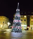Christmastree natt, jul, stad, garnering Fotografering för Bildbyråer