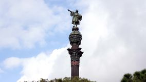 Christopher Columbus Monument en Barcelona, España Timelapse, nubes que se mueven en el fondo cataluña almacen de metraje de vídeo
