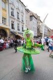 Christopher Street Day - Vrouw in buitensporig kostuum Stock Afbeeldingen