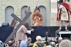 Christus, der das Kreuz trägt Lizenzfreies Stockfoto
