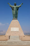 Christus des Friedensmonuments, die peruanischen und chilenischen Wappen an Hügel EL Morro in Arica tragend, Chile Stockbild