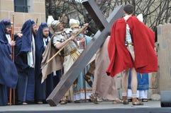 Christus die het Kruis dragen Royalty-vrije Stock Fotografie