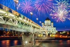 Christus die Retter Kathedrale und das Patriarshy überbrücken in Moskau, Russland schöne Nachtansicht Lizenzfreie Stockfotografie