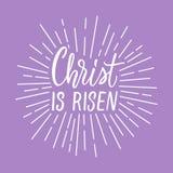 Christus wird gestiegen! Moderne Kalligraphie mit Strahlen des Lichtrahmens herum Lizenzfreie Stockbilder