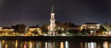 Christuskirche i Salzburg vid natt royaltyfria bilder