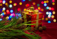 Chritmas树玩具,箱子礼物,黑暗 库存照片