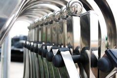 Chrom polerujący metalu falcowania ogrodzenia wejście 3d pojęcie odizolowywający odpłaca się zbawczego biel obraz stock