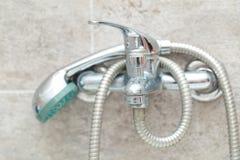 Chrom prysznic w łazience i klepnięcie fotografia royalty free