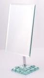 Chrom-quadratischer Spiegel mit Standplatz Lizenzfreie Stockfotos