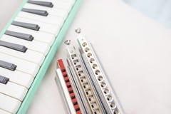 Chromatische harmonika's en melodion stock foto's