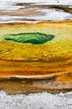 Chromatische pool, het Nationale Park van Yellowstone stock foto