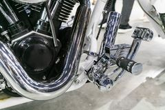 Chrome chapeou as peças de metal da motocicleta fotografia de stock royalty free