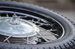 Chrome gummihjul av tappningmotobike Arkivbilder