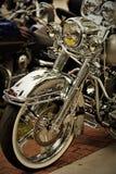 Chrome-motorfiets met chroomtoebehoren Royalty-vrije Stock Foto's