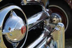 Chromed amerikansk bilgaller och stötdämpare Arkivbild