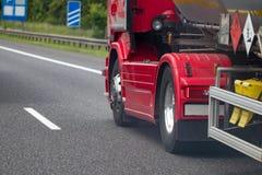 Chromed lastbilhjulCloseup Tungt lastbilhjul royaltyfri bild