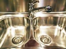 chromeplated厨房金属水槽 免版税库存照片