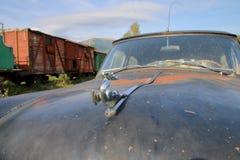 Chromiertes Logo der Haube eines alten Autos nannte den Volga Lizenzfreies Stockbild