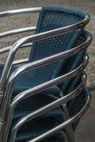 Chromuje matrycujących bistr krzesła brogujących z błękitną pokrywą Obrazy Stock