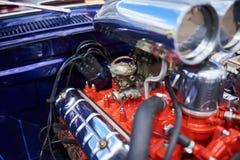 Chromuje supercharger i silnika, na starym samochodzie zdjęcia royalty free