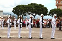Chroni ceremonię blisko książe ` s pałac, Monaco miasto Zdjęcia Stock