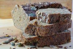 Chrono, organisch, ongedesemd brood met diverse zaden Stock Foto