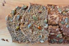 Chrono- pain avec des graines d'en haut Photographie stock libre de droits