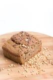 Chrono- pain sur un conseil en bois avec des grains de blé Photographie stock libre de droits