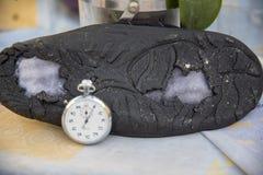 Chronomètre avec l'espadrille usée Photos stock