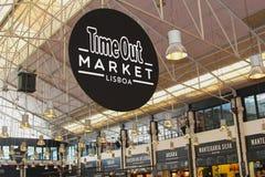 Chronométrez les magasins de hall de nourriture du marché, Lisbonne Photographie stock libre de droits
