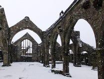 Chruch de St Thomas um nó de escota no heptonstall na neve de queda imagens de stock royalty free
