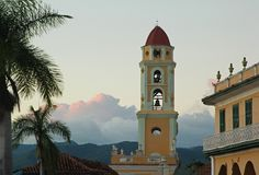 Chruch-Turm in Trinidad, Kuba lizenzfreies stockbild