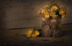 Chrysanthemums In Pottery Vase Stock Images